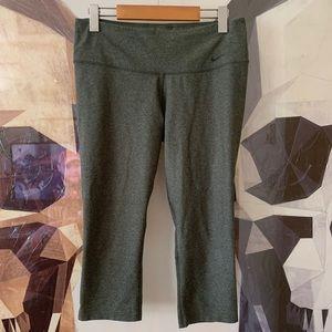 NIKE mid rise crop leggings yoga pants in green